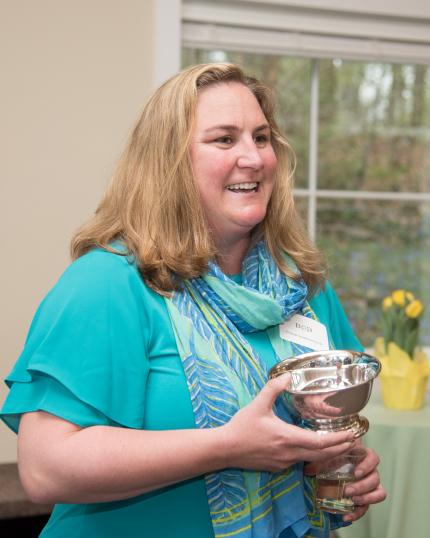 Elizabeth smiling with her alumni award.