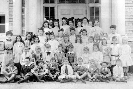 A photo of the students of The Norfolk School, 1907.